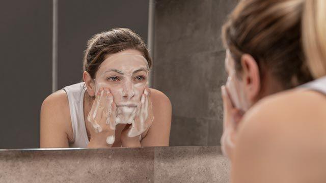 Types de nettoyants pour le visage: lait démaquillant